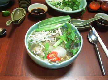 フォー(生野菜のせ).jpg