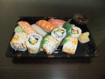 カルフールの寿司コーナー3.jpg