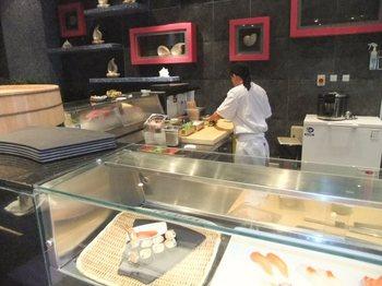 寿司カウンターから.jpg